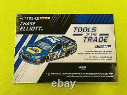 Chase Elliott 2017 Absolute TOTT Dual Race Used/Autograph Auto Gold 7/10 Card