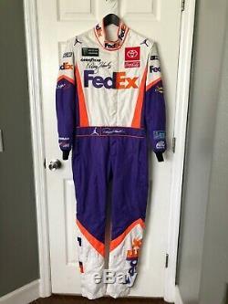 Denny Hamlin Race Nascar Worn Pilotes Utilisé Costume De Feu Nike Jordan Fedex Jgr